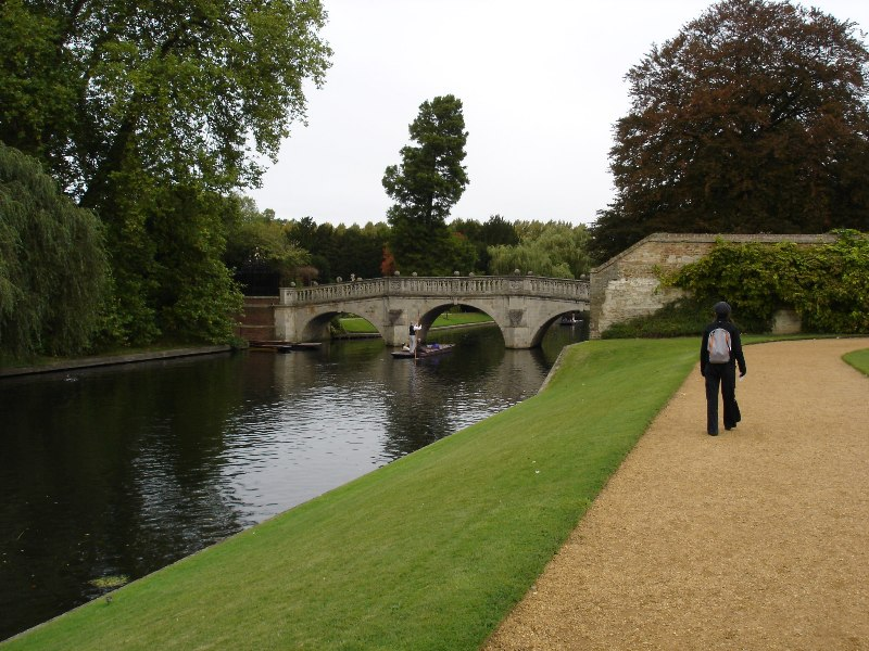 A kind of romantic view of the river Cam again. Much nicer than any part of Luton I must say.