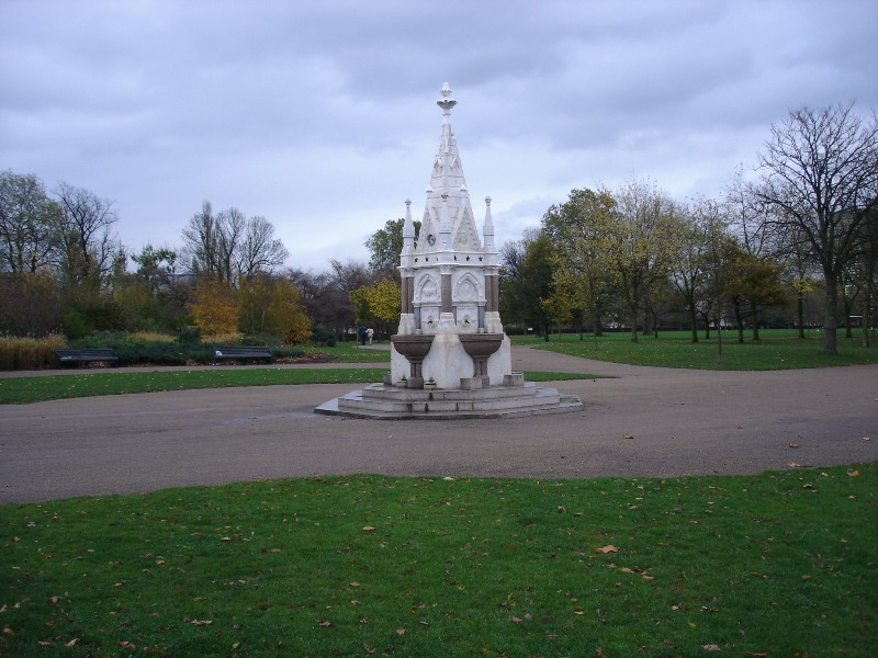 Some kind of monument in the middle of Regents Park.