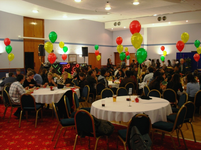 When I entered the ballroom, I was pretty surprised by those colourful balloons. As we was nearly late, the room was already packed with students.